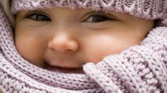 Découvrez les principales huiles essentielles à utiliser pour soigner les bébés et jeunes enfants, leurs applications et les règles à connaître. Applications, Crochet Hats, Education, Face, Blog, Collection, Actus, Zen, Essential Oils Guide