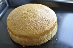 Aceasta reteta de balt umed de vanlie am testat-o cu putin timp in urma la prajitura Kinder Joy. Textura lui este minunata, iar gustul delicios! Este potrivit pentru tort, dar si pentru prajituri, briose.
