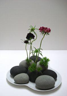 四方八方にお花を生けることができるフラワーフォーム(生花用吸水スポンジ)のフラワーベース。