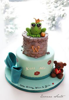 Frog Prince cake by { Sweet Xpressions } Custom Cakes/Cupcakes Gorgeous Cakes, Pretty Cakes, Cute Cakes, Amazing Cakes, Fondant Cakes, Cupcake Cakes, Mini Cakes, Bolos Light, Bolo Chiffon