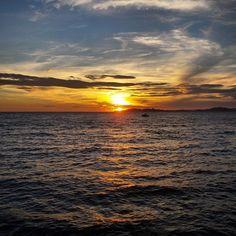 Pique nique plage et couché de soleil #igersmarseille #baindesdames #igersfrance #igerspaca #summer #sunset #marseillerebelle #marseille #se...