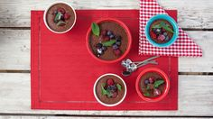 Chocoberrylicous pudding in an instant! Chocolate Pudding, Chocolate Recipes, Epicure Recipes, Easy Recipes, Instant Pudding Mix, Summer Berries, Five Ingredients, Electric Mixer, Yummy Food