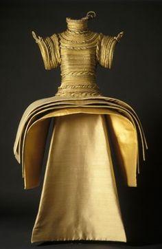 (via Carrie's Design Musings: Roberto Capucci ~ Art Into Fashion) Black And White Ribbon, Geometric Fashion, Italian Fashion Designers, Sculptural Fashion, Period Costumes, Metallic Dress, Fabric Manipulation, Mode Style, Wearable Art