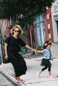 Chic Mom and daughter street look