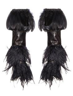 Black Swan, manchons en agneau, plumes de coq et d'autruches réalisation Christian Lacroix 2009, exposés au DS World Paris du 23 septembre au 4 janvier. Collection Maison Fabre