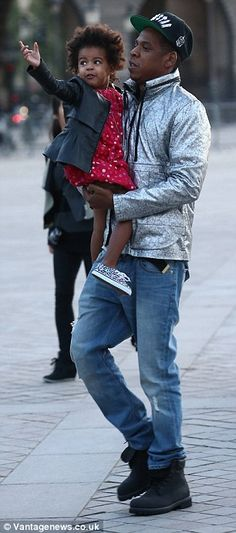 Beyonce and Jay Z bring daughter Blue Ivy to the Louvre during Paris vacation | Daily Mail Online