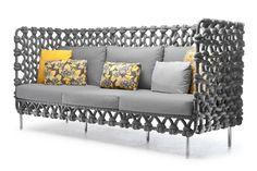La colección Cabaret de Kenneth Cobonpue utiliza un tejido de tela grueso que forma una retícula en el respaldo y costados de una estructura de metal. Acompañado de un asiento y respaldo acolchonados en la misma tonalidad gris con toques de color por medio de cojines, esta colección puede ser utilizada en interiores y exteriores.