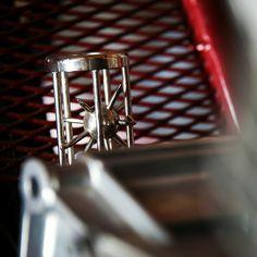 Details  Velkej Vont - Ježek v kleci  #motorcycle #motorbike #red #silver #caferacerclub #jezekvkleci #velkejvont #foglar #blackcloud #hedgehog #jezek #rychlesipy #instagoods #instadailypic #picoftheday #details #slingshot