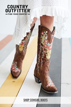 Cowgirl Boots - Choosing The Best Shoes - Some Advice Crazy Shoes, New Shoes, Cowboy Boots Women, Cheap Cowgirl Boots, Expensive Shoes, Corral Boots, Cowgirl Outfits, Boot Brands, Western Wear
