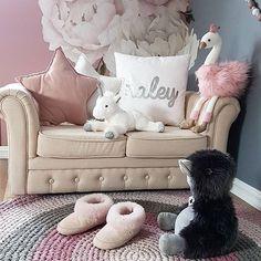 Sponset I går fikk Haley & Milian de fineste bamsene jeg noen gang har sett fra merkene Coin Coin Paris og Historie d\'Ours Paris. De ble storfavoritter og fikk sove i senga sammen med dem i natt. Dere finner et stort utvalg hos @lykkelandas  #lykkeland #historiedoursparis #coincoinparis #bamse #svane #enhjørning #and #kosebamse #teddy #leker #julegavetips #barnerom #kidsroom #kidsroomdecor #kinderzimmer #kidsplayroom #toys #stuffedtoy #plushies #plushtoy #plush #pink #bedroomdesign #bedroom #jenterom #kidsplaying #cute #details - Architecture and Home Decor - Bedroom - Bathroom - Kitchen And Living Room Interior Design Decorating Ideas - #architecture #design #interiordesign #diy #homedesign #architect #architectural #homedecor #realestate #contemporaryart #inspiration #creative #decor #decoration