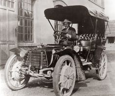 Jacob Lohner & Co in Vienna, Austria produced electric cars from 1898 to 1906.  Ferdinand Porsche, one of Lohner´s employees developed a dr...