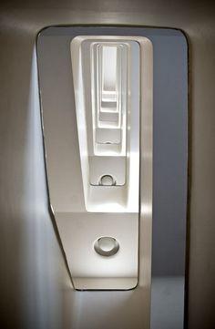 Modernistyczna klatka schodowa w Gdyni / Modern stairwell in Gdynia | fot. Przemek Kozłowski | #modernism  #gdynia  #architecture