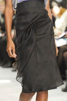 Foto de falda y sobrefalda transparente con drapeado