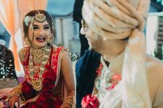 An Intimate Wedding In The Hills With A Bride In A Stunning Mehendi Outfit Desi Wedding Dresses, Elegant Wedding Hair, Bridal Dresses, Glamorous Wedding, Saree Wedding, Indian Wedding Poses, Indian Wedding Planning, Wedding Photos, Bride Groom Photos