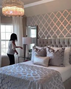 Amazing bed-making by Luxury Bedroom Design, Glam Bedroom, Home Room Design, Room Ideas Bedroom, Stylish Bedroom, Bedroom Layouts, Master Bedroom Design, Home Decor Bedroom, Hotel Inspired Bedroom