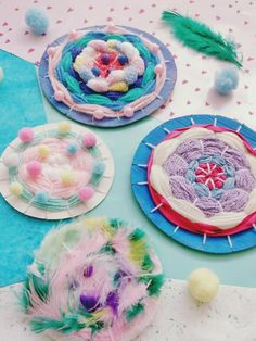 DIY Weaving with Kids -Easy Idea with Instructions Diy And Crafts, Crafts For Kids, Arts And Crafts, Dark S, Weaving For Kids, Textiles, Grandma Gifts, Paper Clip, Blogger Themes