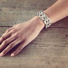 ZUSA-DESIGN | Armband gemaakt van bliklipjes. Wil je de tutorial hiervan zien? Laat het ons weten! #diy #inspiratie #armband #bliklipje #creatief #sieraad