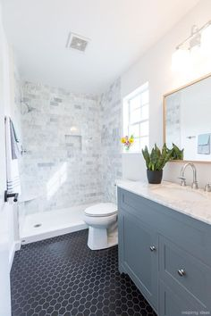 Awesome 50 Modern Farmhouse Small Bathroom Decor Ideas https://roomaholic.com/2713/50-modern-farmhouse-small-bathroom-decor-ideas