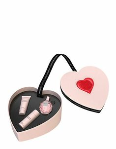 For Her: VIKTOR & ROLF Flowerbomb 50ml EDP Set | Shop Hudson's Bay at Scarborough Town Centre #heart #perfume #valentine