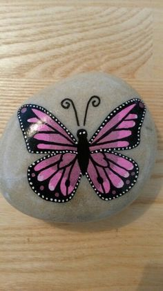 Sommerfugl malet på sten...pretty in pink butterfly!