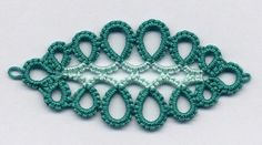 Last weekend I visited with my friends in Dallas, TX. I gave Kathy the flowery bookmark and she loved it. She had never seen tatting before...
