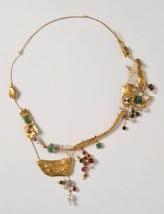 Hermann Jünger, Necklace, 1957, gold 1000/750, rubies, sapphires, moonstone, culture pearls, enamel, emeralds, Die Neue Sammlung - The International Design Museum, Munich