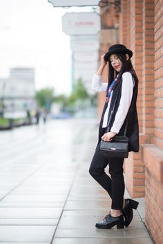 lillymarlenne.blogspot.com  Elegant look with neckerchief and hat  #hat #bowler #womensfashion