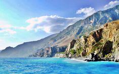 """A+görög+szigetek+egyik+""""leg""""-je:+a+legnagyobb,+a+legdélebbi,+a+legnaposabb,+az+egyik+legszebb+és+legváltozatosabb+sziget,+sokak+szerint+a+legjobb+strandokkal.+Tengerpartja+gyönyörű+és+változatos."""