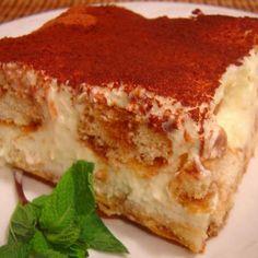 Olive Garden Tiramisu - Copycat - This is my go-to tiramisu recipe! Just Desserts, Delicious Desserts, Yummy Food, Sweet Recipes, Cake Recipes, Dessert Recipes, Torta Banoffee, Yummy Treats, Sweet Treats