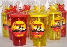 Lembrancinha Copo Acrílico com Tampa e Canudo para festa Personalizado com rótulo vinil, resistente a agua. Embalagem celofane e fita. Capacidade 550ml Cores: azul, rosa. verde escuro, verde neon, branco, amarelo Mickey Mouse Birthday Cake, Fiesta Mickey Mouse, Mickey Mouse Baby Shower, Baby Mickey, Mickey Minnie Mouse, Mickey Mouse Party Decorations, Mickey Mouse Parties, Mickey Party, Miki Mouse