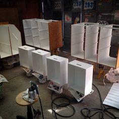 Fabricación y pintado de mesones de trabajo de bar en bar MUCHACHA!