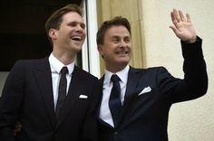 Primera boda gay de un primer ministro en la Unión Europea El primer ministro de Luxemburgo, Xavier Bettel, formaliza su unión con el arquitecto belga Gauthier Destenay Belén Domínguez Cebrián | El País, 2015-05-15 http://elpais.com/elpais/2015/05/15/estilo/1431696309_279963.html