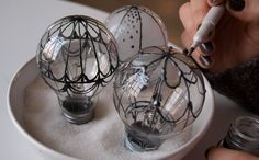 recycle light bulbs into hot air balloons | website in hungarian (can use Google translate)