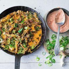 Rindfleischpfanne mit Chili-Joghurt Rezept | Küchengötter