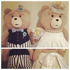 映画公開で大人気♩タキシードとドレスを着せて、可愛すぎる『テッド』をウェルカムドールにしたい♡にて紹介している画像