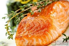 Baked Salmon Steak with Spinach and Lemon Slice Orange Recipes, Salmon Recipes, Fish Recipes, Healthy Recipes, Baked Salmon Steak, Baked Salmon Lemon, Glazed Salmon, Good Food, Vegetarian Food