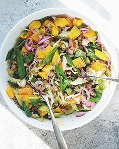 Boeuf Bourguignon til mange Garlic Naan, Wok, Baguette, Cobb Salad, Cantaloupe, A Food, Salsa, Mango, Ethnic Recipes