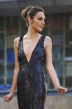 Welcome to the community dedicated to all things for Israeli actress and model Gal Gadot. Gal Gadot Images, Gal Gardot, Gal Gadot Wonder Woman, Blake Lively, Woman Crush, Beautiful Celebrities, Mannequin, Ideias Fashion, Celebs