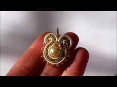 "(1) Soutache "" Orecchino con perla"" modulo base -principianti - YouTube Soutache Tutorial, Earring Tutorial, Shibori, Ribbon Embroidery Tutorial, Soutache Earrings, Hair Bows, Jewelry Collection, Jewelery, Handmade Jewelry"