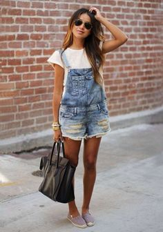 Come vestirsi per andare a un concerto - Look con salopette corta