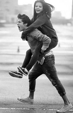 I want someone to give me a piggyback!! THIS IS SO DANG CUTE IN GOING TO GO CRY NOW :P