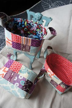 Ayumi's Patchwork Basket Pattern available for free on her blog Pink Penguin.