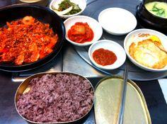 불백  A spicy Korean meat+onions dish served with rice and egg (bul-bek)