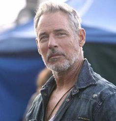 The emergence of grey hair is not an end, it's a new beginning, as these stylish men show. Mens Hairstyles Widows Peak, Mens Hairstyles Side Part, Mens Hairstyles Thin Hair, Mens Hairstyles 2018, Cool Hairstyles, Best Hairstyles For Older Men, Older Men Haircuts, Haircuts For Balding Men, Hair And Beard Styles