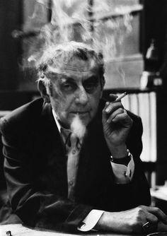 fotojournalismus:  Man Ray in Paris, 1972. [Credit:Ara Güler]