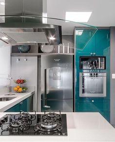 """522 Likes, 46 Comments - Eu Te Inspiro - Arquitetura (@euteinspiro) on Instagram: """"Cozinha com marcenaria branca e azulejos estampados. @casa2arquitetos 📷 @mariana_orsi . Parabéns…"""""""