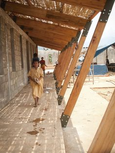 Escuela en Chuquibambilla / AMA + Bosch Arquitectos