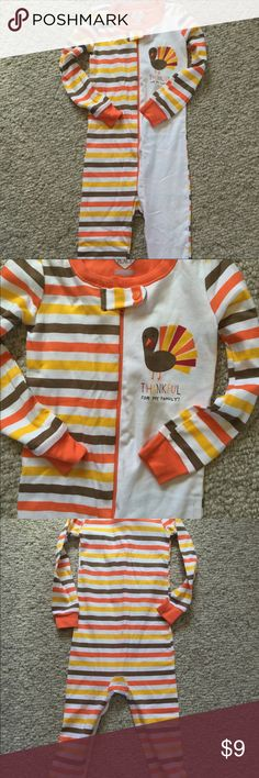 "NWOT Children's Place size 2T thanksgiving sleeper New  Without tags-Never worn The Place Size 2T Thanksgiving sleeper  ""Thankful for my family"" Front zipper Cuffed wrists and ankles 100% cotton Machine wash The Children's Place Pajamas"