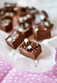 Candy Recipes, Baking Recipes, Dessert Recipes, Yummy Snacks, Delicious Desserts, Xmas Desserts, Homemade Sweets, Chocolate Sweets, Sweet Bakery