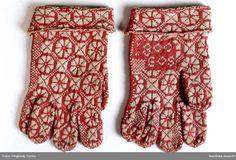 DigitaltMuseum - Vantar med stickade och broderade mönster. Nordiska museets samlingar.